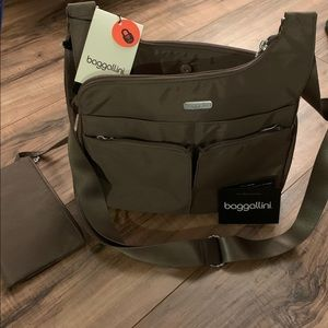 Baggallini Everywhere Bag With RFID